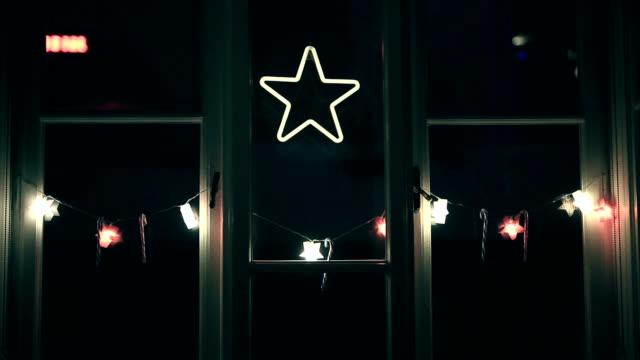 クリスマス ライト、装飾品、クリスマスの星、クリスマスのお菓子 - 宗教上のシンボル点の映像素材/bロール