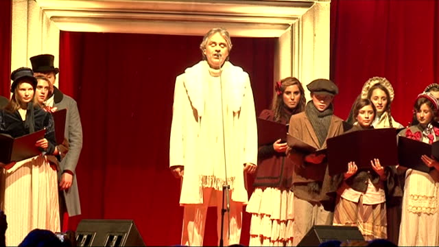 vidéos et rushes de a christmas carol premiere andrea bocelli and choir singing silent night - andrea bocelli