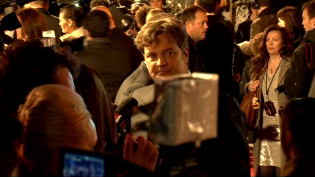 vídeos de stock, filmes e b-roll de a christmas carol premiere actor colin firth arriving for premiere signing autographs and speaking to press - colin firth