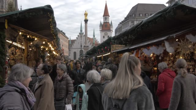 christmas market and old town hall in marienplatz, munich, bavaria, germany, europe - rathaus stock videos & royalty-free footage