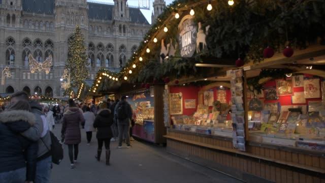 christmas market and rathaus at christmas, vienna, austria, europe - rathaus video stock e b–roll