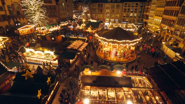 christmas market at roemer square, frankfurt, main, hesse, germany, europe - rathaus stock videos & royalty-free footage