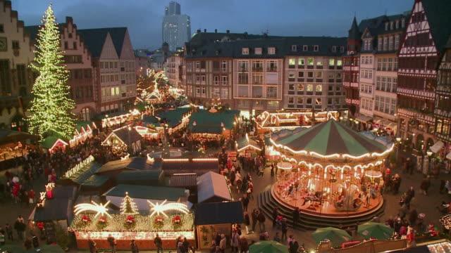ws ha christmas market at romerberg at dusk / frankfurt main, hessen, germany - römerberg stock videos and b-roll footage