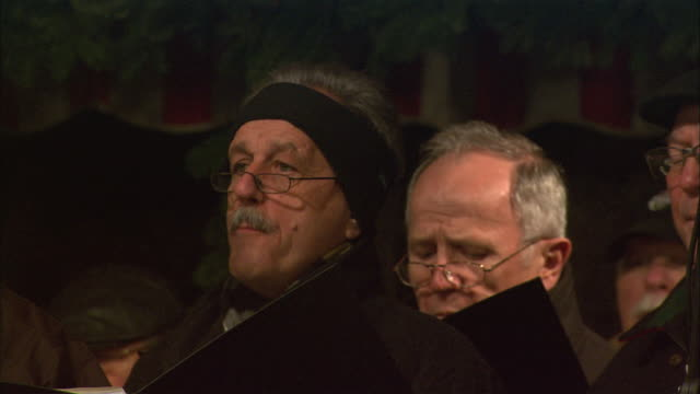 cu christmas market (christkindlesmarkt) choir members singing / nuremberg, bavaria, germany - 賛美歌点の映像素材/bロール
