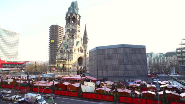 vídeos y material grabado en eventos de stock de mercado navideño en berlín - iglesia conmemorativa del emperador guillermo