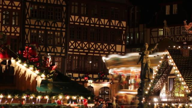 Weihnachts-Markt in Frankfurt, Deutschland, Zeitraffer bei Nacht