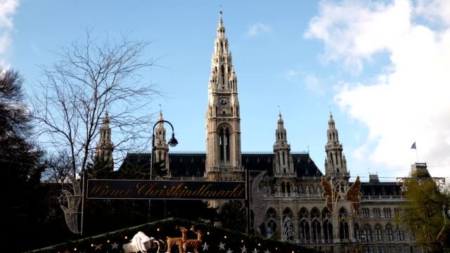 stockvideo's en b-roll-footage met christmas market vienna town hall - time lapse - wenen oostenrijk