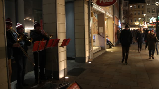 christmas music by brass music at a christmas market with christmas decoration in germany visitors are enjoying arts and crafts and are tasting... - advent calendar stock videos & royalty-free footage