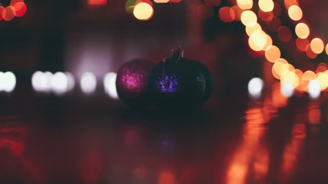 vídeos de stock e filmes b-roll de ornamentos de natal - fairy lights