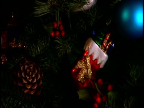 vídeos y material grabado en eventos de stock de christmas ornaments - piña de piñones
