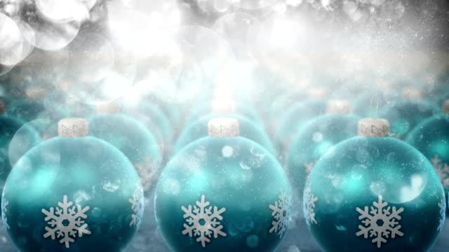 weihnachten weihnachtsschmuck mit glitzer-partikeln (blau) - silberfarbig stock-videos und b-roll-filmmaterial