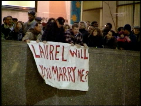christmas proposal at rockefeller center rink at 30 rockefeller center on december 23 1995 in new york new york - クリスマスツリー点灯式点の映像素材/bロール