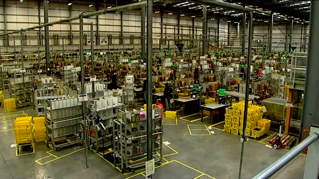 retailers hoping for bumper day on last saturday before christmas; r03121205 hertfordshire: amazon warehouse: view over amazon warehouse and... - warehouse点の映像素材/bロール