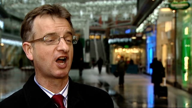 retailers hoping for bumper day on last saturday before christmas; london: richard dodd interview sot - plenty of time for shoppers to buy what they... - time of day stock videos & royalty-free footage