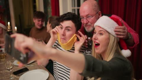 vídeos y material grabado en eventos de stock de selfie de navidad! - huésped