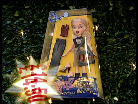 Busy Christmas Eve predicted Shoppers along Computer Shop CSs Digital cameras Screen on IPod MP3 player as held / GRAPHIC price CMS Bratz doll /...