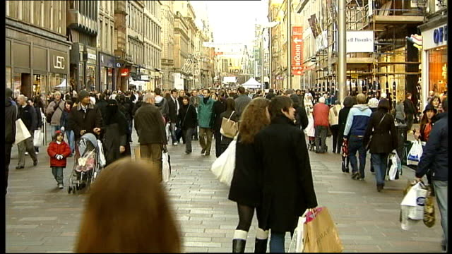 ext shoppers in busy town square scotland glasgow shoppers along busy shopping street england london robert clark interview sot reporter to camera - norwich england bildbanksvideor och videomaterial från bakom kulisserna