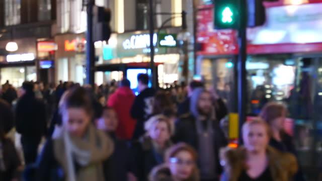 4 k weihnachten & shopping in der oxford street, london - oxford street stock-videos und b-roll-filmmaterial