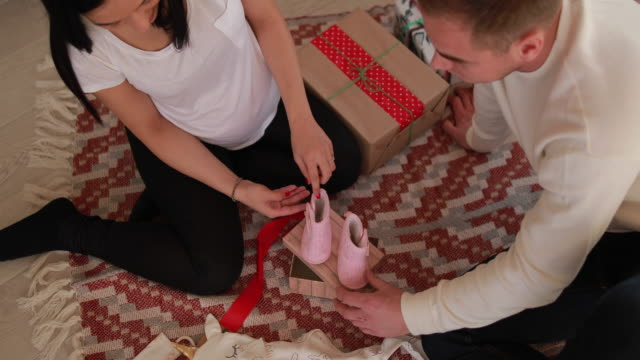 vídeos de stock, filmes e b-roll de espírito de natal - cuidado pré natal