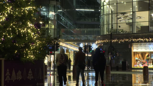 christmas street scenes at night, includes close shot of christmas tree - christmas tree stock videos & royalty-free footage
