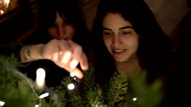 vidéos et rushes de christmas time at home - allumer