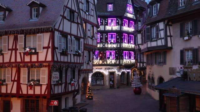 vídeos de stock e filmes b-roll de christmas time in colmar, alsace, france - estrasburgo