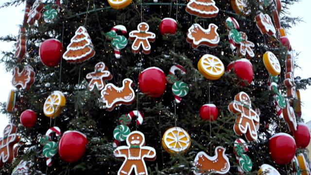 大晦日のクリスマス ツリー - ティンセル点の映像素材/bロール