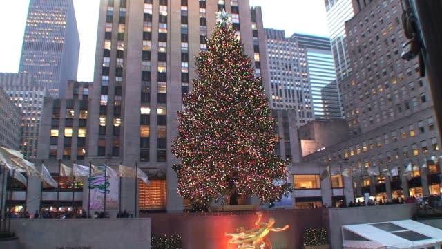 christmas tree at rockefeller center new york city during the holidays christmas tree at rockefeller center on january 01 2012 - salmini video stock e b–roll