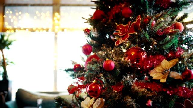 vídeos de stock, filmes e b-roll de fundo de árvore de natal. - luz de natal