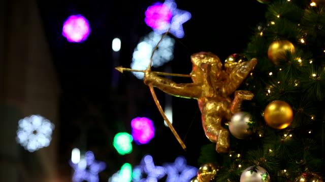 vídeos de stock, filmes e b-roll de christmas tree decoration - sc47