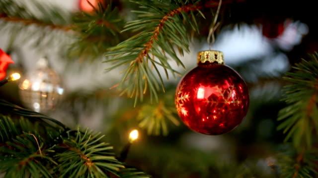 stockvideo's en b-roll-footage met kerstboom decoraties - kerstversiering