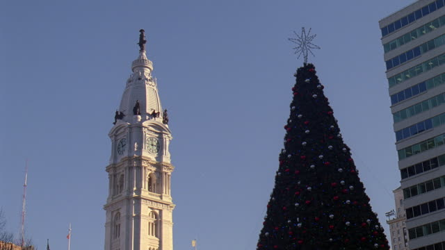 ws christmas tree near independence hall / philadelphia, pennsylvania, united states - independence hall stock videos & royalty-free footage
