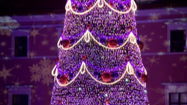 christmas tree on zamkowy square - star shape stock videos & royalty-free footage