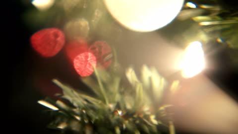 stockvideo's en b-roll-footage met christmas tree rotate colorful macro - kerstboom