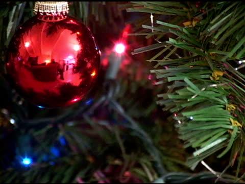 albero di natale - palla dell'albero di natale video stock e b–roll