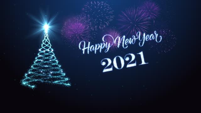 vidéos et rushes de arbre de noël avec la nouvelle année heureuse souhaitant pour l'année 2021 - carte de noël