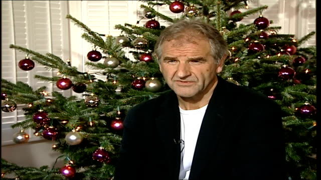 trafalgar square spruce erected/ advice on caring for domestic trees tad paluchowsky interview sot on service putting up and dismantling christmas... - pinacee video stock e b–roll