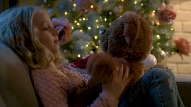 weihnachten - nur mädchen stock-videos und b-roll-filmmaterial