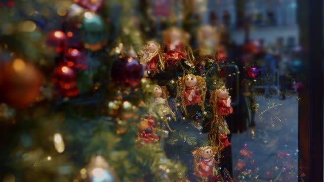 christmas window new york city reflection of people - christmas decoration stock videos and b-roll footage