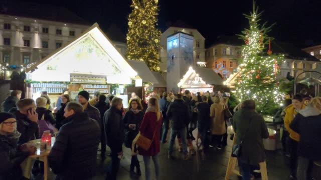 christmasmarket hauptplatz (main square) - christmas market stock videos & royalty-free footage
