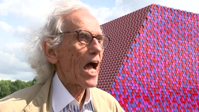 UNS: Artist Christo Dies At 84