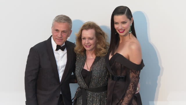 vídeos de stock, filmes e b-roll de christoph waltz, caroline scheufele and adriana lima at the amfar cannes gala 2019 - arrivals at hotel du cap-eden-roc on may 23, 2019 in cap... - adriana lima