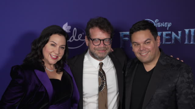 "christopher beck, kristen anderson-lopez and robert lopez at the ""frozen ii"" world premiere at dolby theatre on november 07, 2019 in hollywood,... - 首映 個影片檔及 b 捲影像"