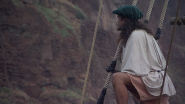 stockvideo's en b-roll-footage met christopher columbus' crew looks ashore as they approach land. - ontdekkingsreiziger