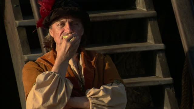 christopher columbus eats fruit on a ship's deck. - christoph kolumbus stock-videos und b-roll-filmmaterial