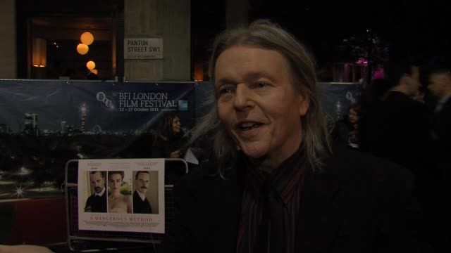 christopher hampton on the story, ralph finnes, micheal fassbender at the a dangerous method uk premiere: 55th bfi london film festival at london... - レイフ・ファインズ点の映像素材/bロール