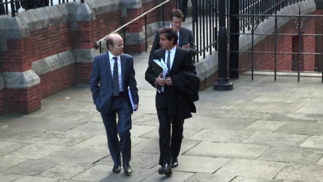 vidéos et rushes de christopher jefferies arrives at the high court as theleveson inquiry continues into culture practices and ethics of the press sighted christopher... - dilemme moral