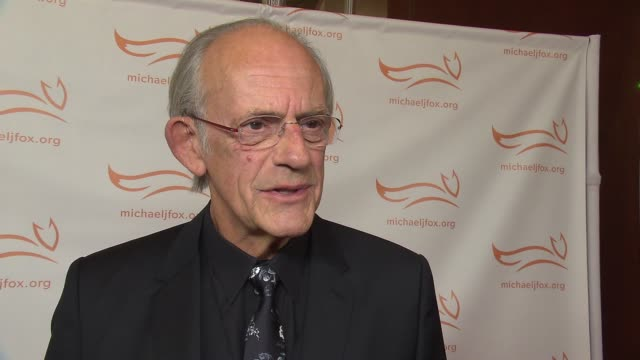vídeos de stock, filmes e b-roll de interview christopher lloyd on supporting his old costar at 2015 a funny thing happened on the way to cure parkinson's at waldorf astoria hotel on... - christopher lloyd ator