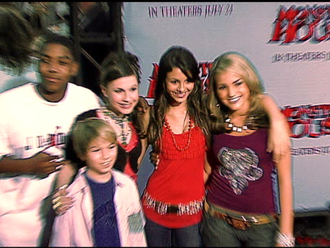 christopher massey , guests, victoria justice and jamie lynn spears at the 'monster house' los angeles premiere on july 18, 2006. - ヴィクトリア・ジャスティス点の映像素材/bロール