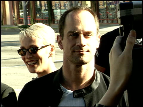 christopher meloni at the 'runaway bride' premiere on july 25 1999 - runaway stock videos & royalty-free footage